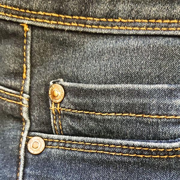 Vaatteet sisältävät monia komponentteja ja materiaaleja.