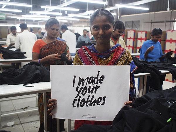 I made your clothes, Kuva Pure Wasten Intian tehtaalta.